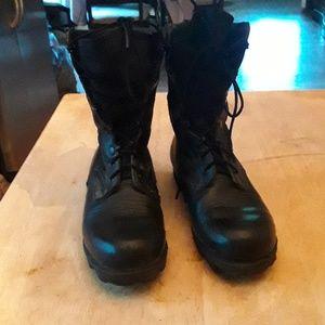 Wellco black combat boots size-6W